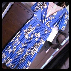 Pleated floral print midi dress